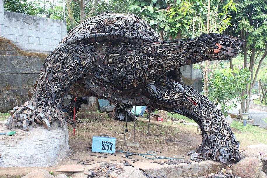 giant-turtle-steampunk-metal-trash-art-ono-gaf-1