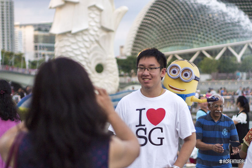 Photobombing fellow tourists at Merlion Park