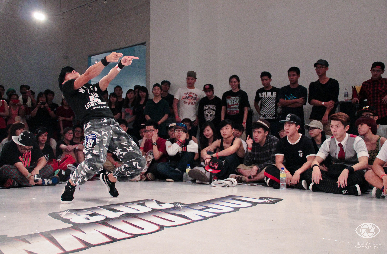 Locker KK in a battle at Lockdown 2013.