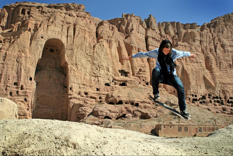 erika-buddha-bamiyan-2010-sm