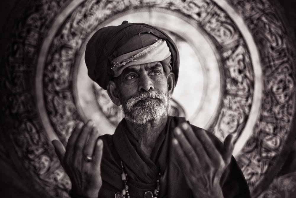 Despite a rocky start to his virgin trip to India back in 2001, Lukas Szolc-Nartowski grew to love the country and its people, travelling repeatedly to India and Pakistan over 14 years to capture the culture and souls of India and Pakistan.
