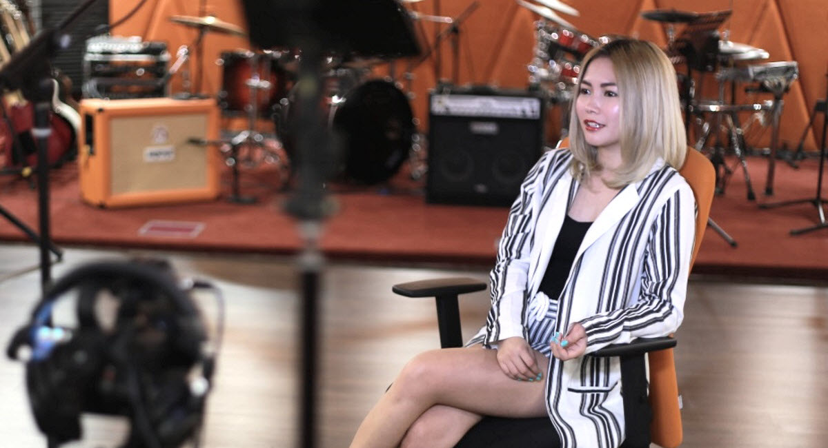 In spite of her self-proclaimed inferiority complex, Yeng Constantino has blossomed from a chubby-cheeked girl wearing a brown shirt, skirt and rubber shoes with uncombed hair to a superstar boasting over 8 million fans on Facebook.