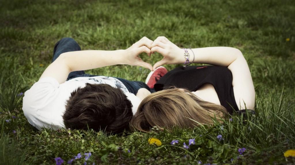 <a href=http://livehdwallpaper.com/wp-content/uploads/2014/11/Love-Couples-Wallpaper.jpg target=_blank>Photo Credit </a>